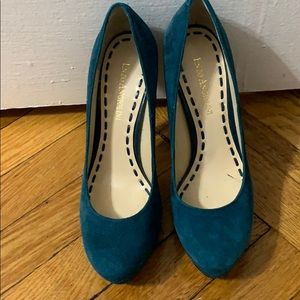 Enzo Angiolini barely used teal suede pumps